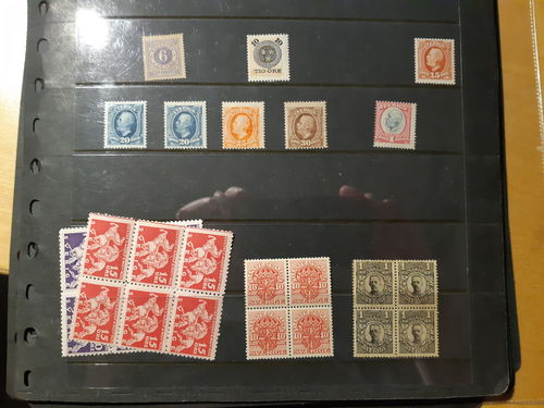 Sweden. Collection **/* 1891–1936 on visir leaves. E.g. F20 ('), 233a/b and many Gustaf V in medallion and officials incl. deveral blocks of four. Mostly good quality. (400)