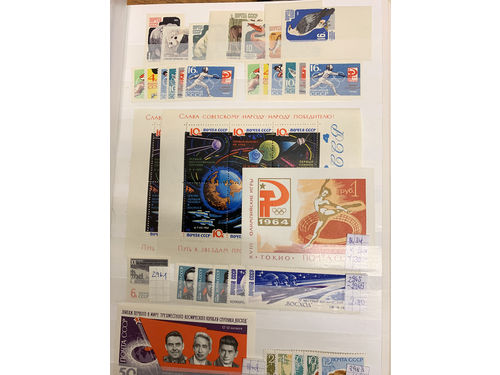 Russia. **. Collection 1956-93 in thick stockbook. Containing several sets and souvenir sheets incl. also imperforated issues. (2400)
