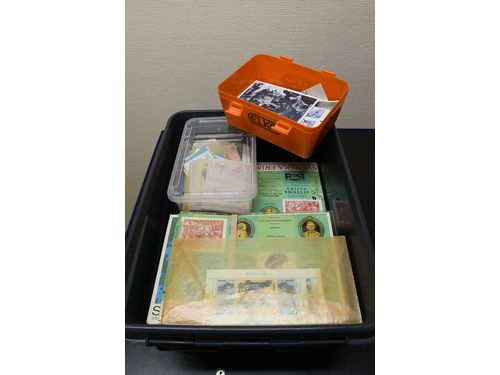 Sweden. Accumulation ** 1975–2004 in box. Face value material. 59 yeat sets 1975-2004 and two plastic boxes with stamps, booklets,. mini sheets etc. Franking value more than 8300 SEK. Excellent quality.